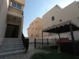 للإيجار بيت بالجابرية مع حمام سباحة